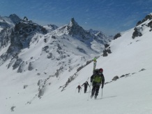 Ascenso del Carmantran con la Tète Noire al fondo