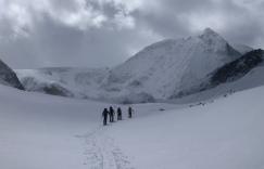 Camino a Dix y primeras vistas del Mont Blanc de Cheilon